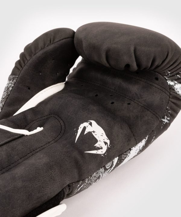 palm view of Venum GLDTR 4.0 boxing gloves