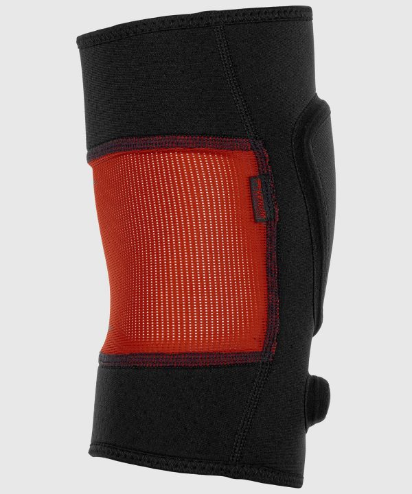 side and back view of venum kontact evo knee pads
